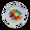 Kolekcjonerski malowany talerz z ażurkowym brzegiem z wici roślinnej