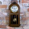Stylowy, międzywojenny zegar dębowy do powieszenia w pokoju i salonie