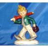 Urocza figurka porcelanowego chłopca