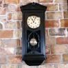 Elegancki zegar zabytkowy w okazałej skrzyni czernionej
