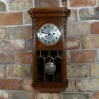 Dębowa obudowa reprezentacyjnego zegara Śląskiego z witrażem
